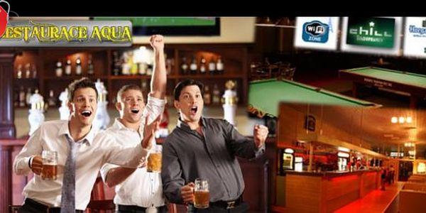Uspořádejte kulečníkový turnaj v restauraci Aqua Eden – s naším poukazem získáte pronájem kulečníkového stolu na 2 hodiny a 6x 0,5 l piva Staropramen jen za 139 Kč!
