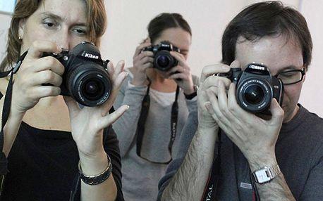 Kurz základů práce sdigitální zrcadlovkou v centru Prahy. Ideální vánoční dárek pro přátele! Jednodenní kurz je určen všem zájemcům, kteří se potřebují zdokonalit v ovládání fotografické techniky.