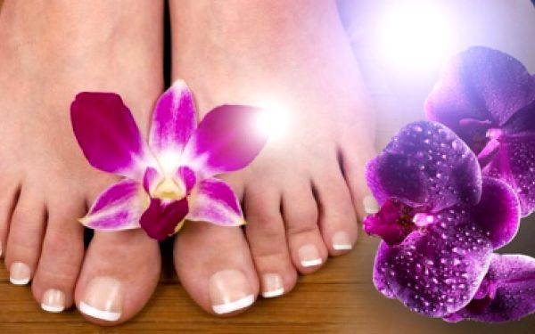Nehtová modeláž nohou + PEDIKÚRA za 259 Kč nebo nehtová modeláž + základní pedikúra + masáž + parafín za 359 Kč! Pečujte o své nohy s radostí a se slevou 60%!