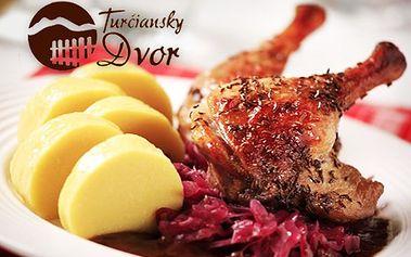 Kačacie hody pre 2 osoby len za 9,90 €! Pochutnajte si na labužníckom menu - kačacie consommé, kačacie prsia na červenej kapuste a lokša, jablkový mrežovník a 2 dcl vína!