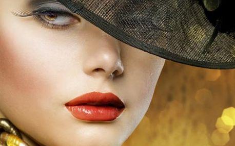 Rejuvenance obličeje včetně výživného séra s živým kolagenem a vitamínem E nebo redukce podbradku.