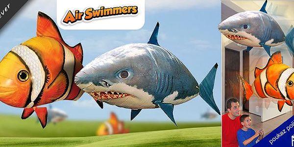 Pořídíte-li si skvělýoriginal Air Swimmers, ať už je to hrozivý žralok nebo létající Nemo, budete se s ním chtít zahrát rychleji než stihnete říct:Hledá se Nemo.