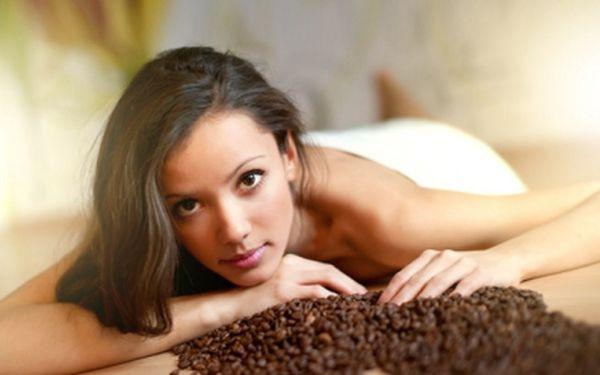 KÁVOVÁ aktivující MASÁŽ s kávovým peelingem nyní pouze za 249 Kč! Tato masáž Vás výborně aktivizuje a dodá energii po náročném dni. Přijďte si na masáž se slevou 58%!
