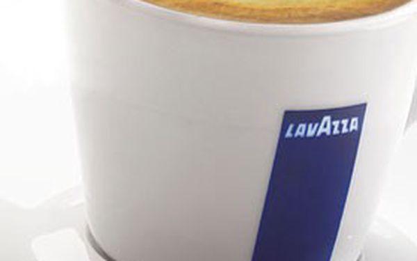 Šálek prvotřídní ITALSKÉ KÁVY Lavazza & minerální voda nebo juice v útulném prostředí kavárny Color Café v obchodní pasáži Klášter v centru Brna!
