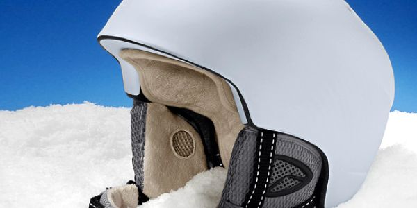 Elegantní a bezpečná lyžařská a snowboardová helma Tchibo. Králové a královny sjezdovek sází na bezpečí a styl!