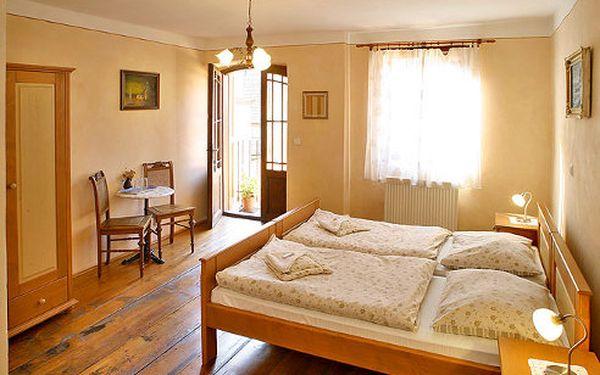 Český Krumlov na 3 dny pro 2 osoby v Hotelu Švamberský dům za 2160 Kč. Ubytování pro 2 osoby na 2 noci, denně snídaně, 1x večeře v Restauraci Švamberský dům pro 2 osoby. Ideální také jako vánoční dárek.