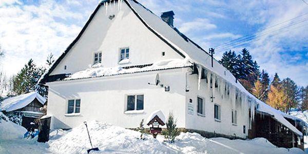 4denná chata pre 8 osôb v Jeseníkoch, 20% zľava na skipas, blízko hory Praděd, vybavená kuchyňa, izby s TV a WiFi