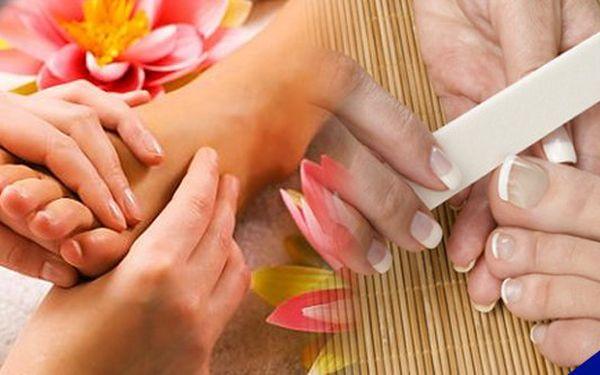 Přístrojová sprejová pedikúra nebo ošetření nehtů a aplikace gel laku se slevou až 50%!!! Dopřejte svým nohám péči i v zimním období.