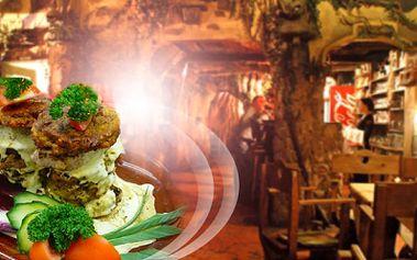 """Vepřové panenky """"strongholdská věž"""" pro dvě osoby za poloviční cenu v netradiční restauraci v rytířském stylu! 2 porce vepřových panenek zalité sýrovým dipem + čerstvé bramboráčky za výjimečných 199 Kč!"""