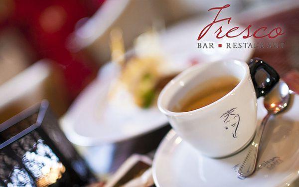 Príjemné posedenie v historickom centre Bratislavy. Zohrejte sa po návšteve vianočných trhov pri vynikajúcej káve a domácom dezerte len za 2,70 €.