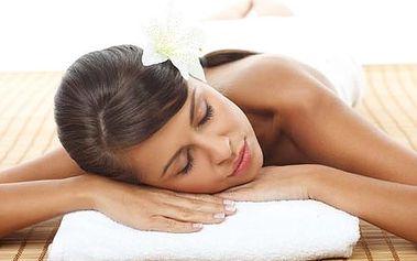 Aroma masáž zad, šíje a nohou pro ženy s omamnou, povzbuzující vůní vzácného oleje s výtažky Ylang Ylang.