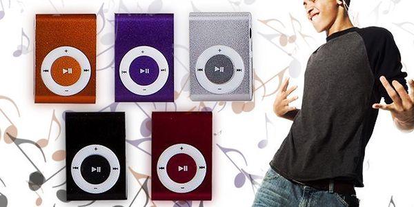 Mini MP3 přehrávač se sluchátky a USB kabelem.