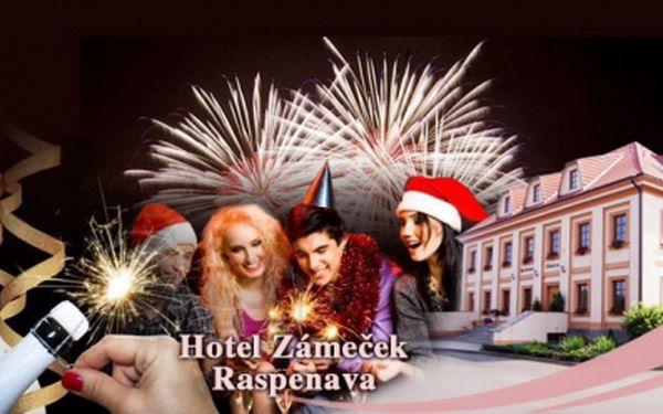 Silvestrovský pobyt v Jizerských horách za skvělých 2280 Kč! 4 denní pobyt pro 1 osobu s POLOPENZÍ, VSTUPEM na silvestrovský večer, tříchodovou večeří, rautem a lahví sektu v Hotelu Zámeček v Raspenavě! Sleva 40%!