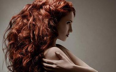 Hloubková rekonstrukce vlasů pomocí mořského keratinu a kolagenu pro sílu, pevnost, pružnost a lesk vlasů.