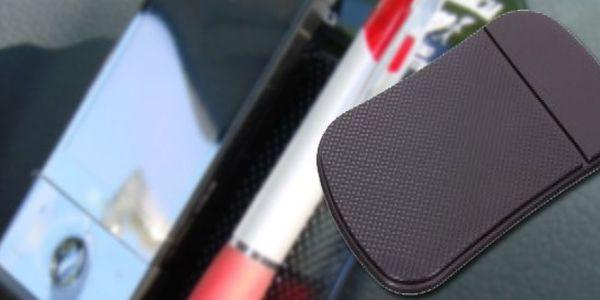 Originální antiskluzová nanopodložka do auta