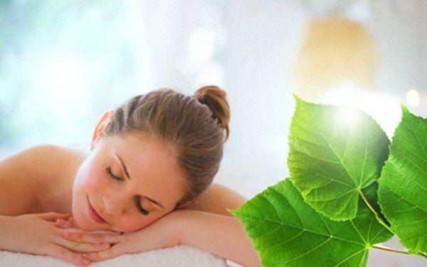 Masáž zad a šíje v délce 60 min. za báječných 299 Kč! Vychutnejte si kombinaci klasické masáže a lávových kamenů a odpočiňte si se slevou 57%!