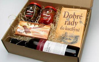 Delikatesy s knihou! Láhev vína Cuvée, nakládané grilované žampiony a papriky, čokoláda a kniha!