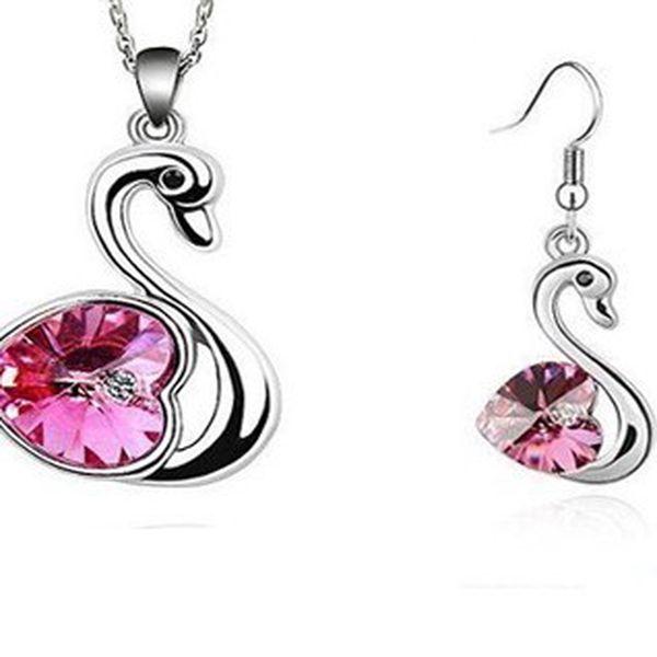 Luxusné prívesok v tvare labute vrátane náušníc s ružovým kamienkom z chirurgickej ocele vrátane retiazky o dĺžke 45 cm!