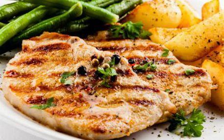 2x steak s přílohou! A šopský salát k tomu! Pochutnejte si VE DVOU v příjemné restauraci!