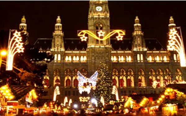 Jednodenní zájezd pro jednu osobu do krásné adventní Vídně a zpět i s průvodcem za pouhých 299Kč! Vychutnejte si vánoční atmosféru, která na Vás dýchá z každého koutu pohádkově nazdobené Vídně.