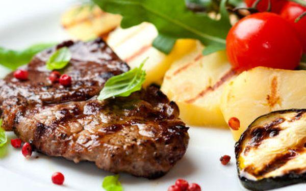 Výjimečná, originální, gurmánská a nevšední večeře pro dva? 2 x 200g steak ze pštrosa s přílohou ve vyhlášené restauraci českých celebrit Mount Steak Restaurant jen za 390Kč!
