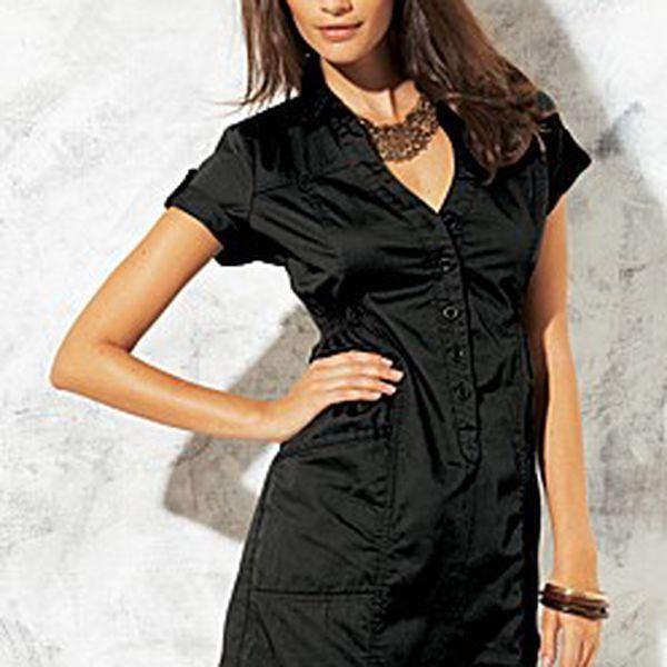 Atraktivní dámské šaty s kapsičkami a ozdobným páskem