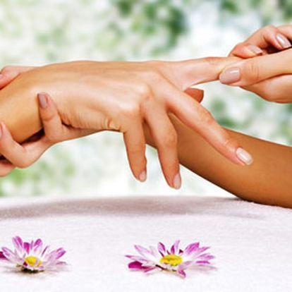 Masáž dekoltu, krku a obličeje a masáž rukou včetně zábalu (jogurtový, parafinový, vinoterapie) za báječných 149 Kč. Luxusní hýčkání pouze pro Vás s 50% HyperSlevou.