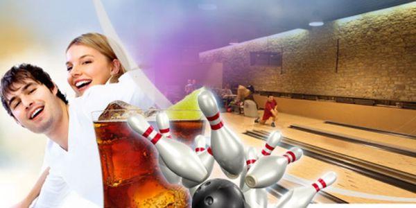 Hodina BOWLINGU a osvěžující MEGA KOKTEJL CUBA LIBRE až pro 6 osob za parádních 399 Kč! Zajďete si s přáteli na BOWLING a vychutnejte si kombinaci bílého rumu, limetek a Coca-coly! Sleva 55%!