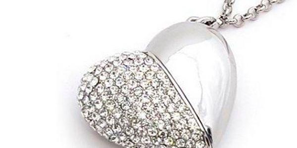 USB ve tvaru srdce s kamínky za 539 Kč včetně poštovného! 8 GB!