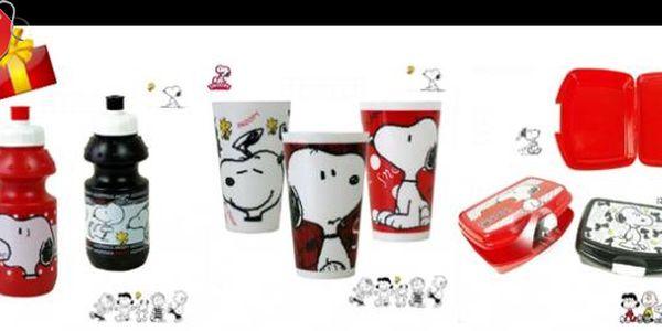 DĚTSKÁ SADA SNOOPY : Udělejte vašemu dítěti radost a pořiďte mu plastovou lahev, svačinový box a plastový kelímek s roztomilým a oblíbeným pejskem jménem Snoopy za lákavou cenu 229 Kč.