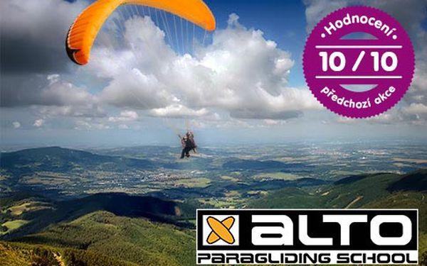 Tandemový paragliding v Beskydech pro 1 osobu – seskok se zkušeným pilotem v délce 7–20 minut