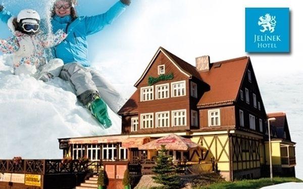 První lyžování - tento víkend volno - 3 wellness romantické dny pro 2 osoby v centru Špindlu se saunou a vířivkou jen za 1990 Kč