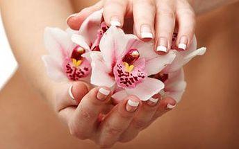 Profesionální modeláž nehtů nebo jejich doplnění, včetně bílé nebo barevné francie ve Studiu Ambriel.