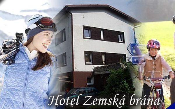 Bartošovice jsou kolébkou lyžování v Orlických horách.Pobyt na 3 dny (2 noci) pro 2 osoby s polopenzí, vířivkou a mnoho dalšího v hotelu ZEMSKÁ BRÁNA v Orlických horách! Užijte si krásný pobyt uprostřed čisté přírody! Sleva 50%!!!