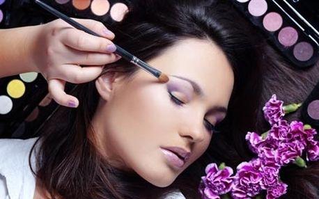 Individuální minikurz denního a společenského líčení pod vedením profesionální vizážistky, včetně poradenství.