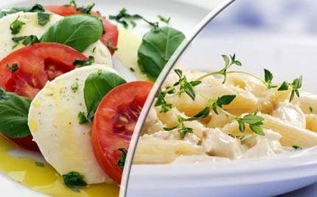 2x caprese a těstoviny! Plátky rajčátek prokládané mozarellou s bazalkou. Těstoviny s rokforovou omáčkou!