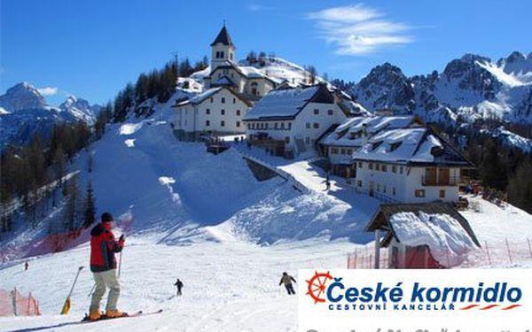 Lyžování v italských Alpách! Ubytování, skipas na tři dny, polopenze i doprava v ceně. 13 termínů na výběr.