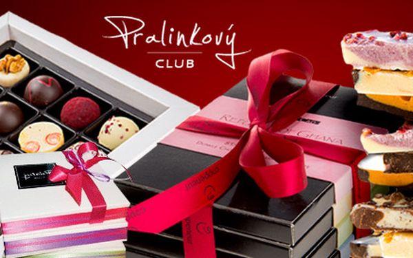 Luxusní kolekce delikatesních pralinek nebo čokolád
