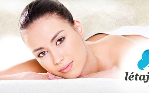 70minutová relaxační masáž zad, šíje a chodidel