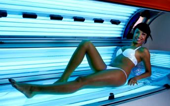 Roční permanentka do solária nabitá na 999 Kč. Pochlubte se i v zimě dozlatova opálenou pokožkou. Horizontální i vertikální!