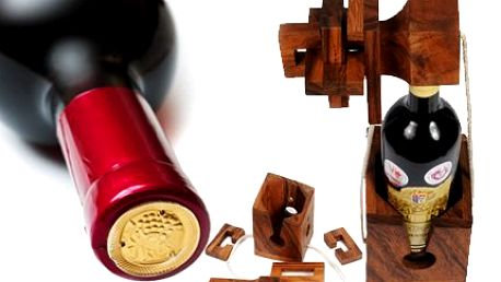 Hlavolam na víno! Vyroben je ze dřeva, lehká obtížnost a originální dárek na Vánoce!