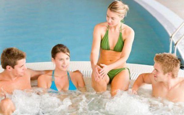 Privátní wellness na 2 hodiny! Užijte si vířivku a infrasaunu se sklenkou sektu až ve 4 lidech!