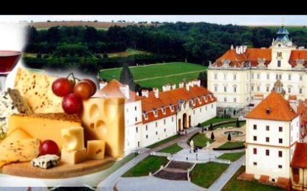 Poznejte krásy a pohostinnost Jižní Moravy! Třídenní pobyt v zámeckém hotelu HUBERTUS ve Valticích za 3635 korun pro dvě osoby s polopenzí! V ceně seznamovací večírek s občerstvením (káva a ½ litru vína zdarma) a SOMMELIERSKÝ zážitek: DEGUSTACE 6 druhů vín ve stylovém sklepě s následnou konzumací