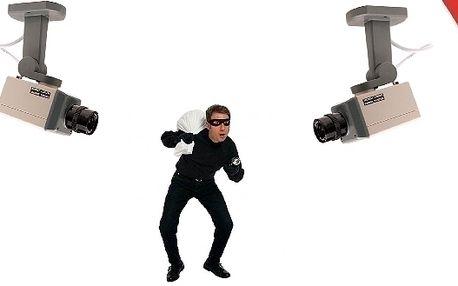Věrohodná atrapa bezpečnostní kamery.