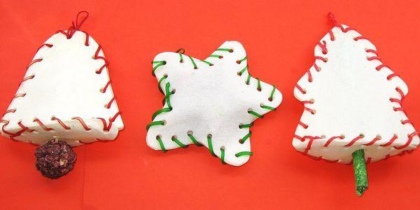 Krásné Vánoce pro pejsky ! Bůvolí kostičky v podobě vánočních ozdob pro psy MIX 10ks