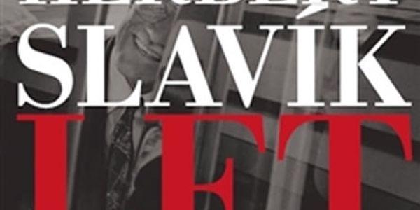 Kniha Dvacet let v Česku. Součástí publikace jsou i snímky oceněné v soutěži Czech Press Photo