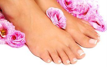 45-60minutová pedikúra! Peeling, úprava nehtů, masáž a víc v masážním křesle!