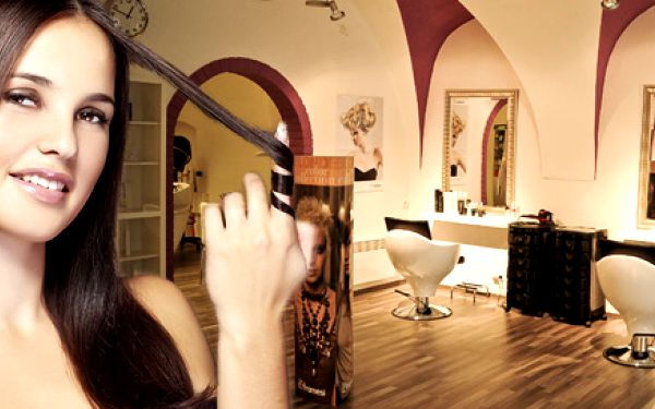 Stříhání i barva či melír v novém salonu De Parfaite