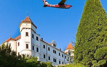 Vyhlídkový let nad Konopištěm! Z výšky uvidíte zámek a Benešov. Darujte adrenalin nebo ho zažijte!