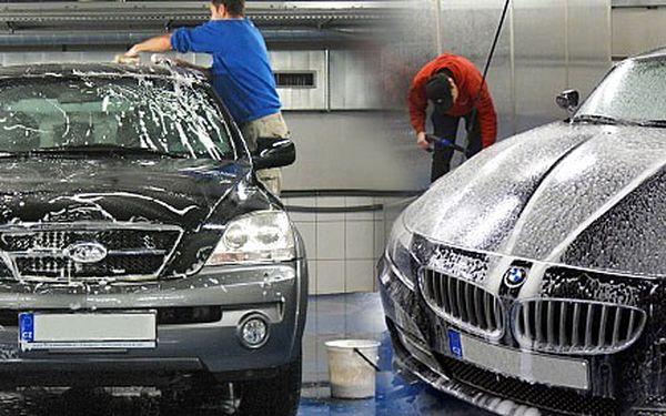 Ruční umytí auta v nákupním Mercury centru